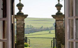 Front-door-to-gate-piers-resize